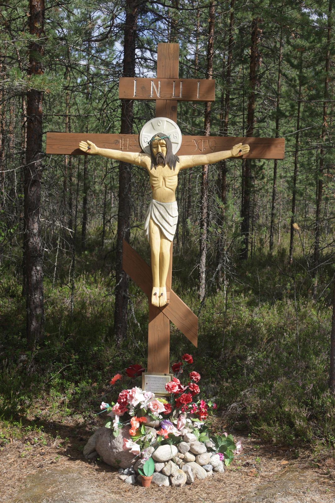 Памятный крест Архиепископу Петру (Рудневу). Фото 04.08.2011.